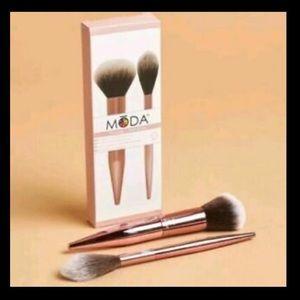 🎉NWT🎉Moda powder & soft glow 2 brush set